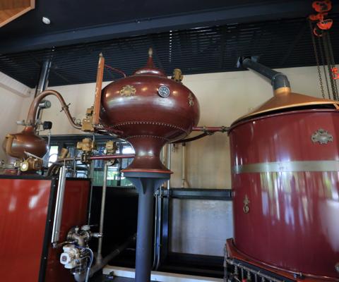 日本でも珍しいアランビックの蒸留器。実際に使用されている。