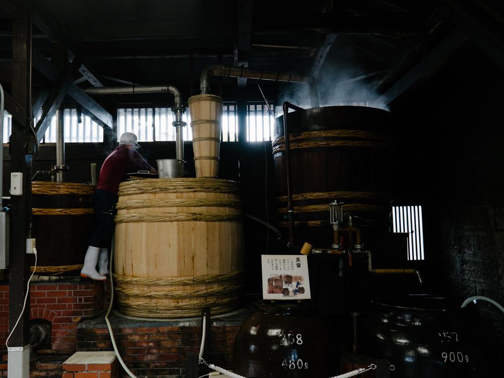 白金酒造の木樽蒸留器